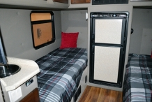 Bolt_Custom_Trucks_Expo_17_Expedite_Services_side-by-side_interior_100in_sleeper_0316
