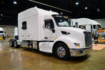 Bolt_Custom_Trucks_Expo_Booth_17_Peterbilt_120in_sleeper_0246