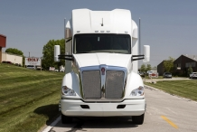4Bolt_150in_sleeper_Kenworth_exterior_front_0755