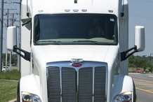 Bolt_150in_sleeper_Peterbilt579_exterior_front_0837c
