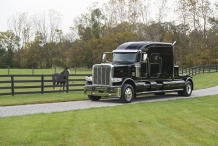 Bolt_Peterbilt_custom_crew_cab_ultra_exterior2
