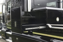 Bolt_Peterbilt_custom_crew_cab_ultra_exterior_crossbox