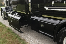 Bolt_Peterbilt_custom_crew_cab_ultra_exterior_side_drawer