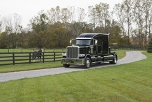 Bolt_Peterbilt_custom_crew_cab_ultra_exterior_small