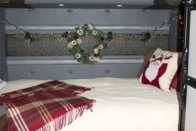 Bolt_christmas_interior_0107