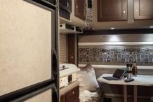 Platinum-Series-130-Freightliner-Cascadia-Dine-a-bunk-pan-out